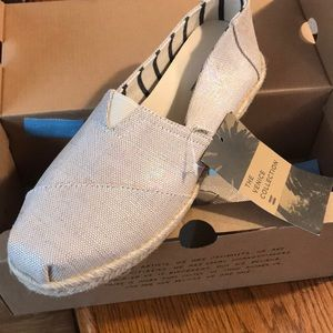NWT. Size 10 Toms Venice Collection.